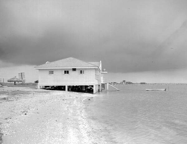 1941Bathhouse at Lincoln Beach (which did not open until several years later)