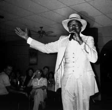 1951-Ernie K-Doe Performs at Lincoln Beach